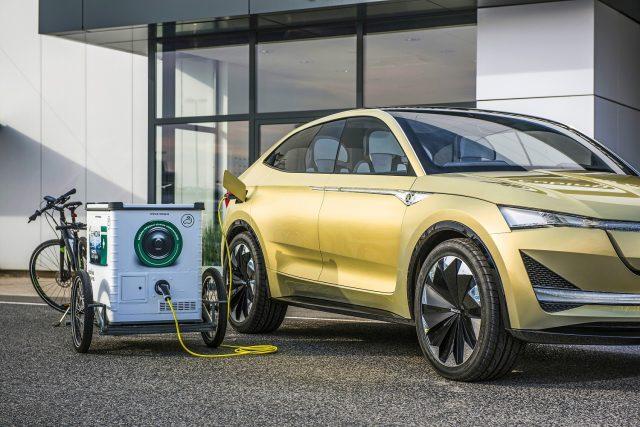 Škoda Auto DigiLab začíná v Praze testovat mobilní nabíjecí stanice pro elektromobily