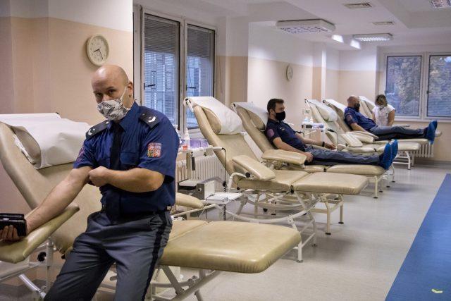 Přes 30 příslušníků Vězeňské služby ČR darovalo svoji krev v hradecké fakultní nemocnici