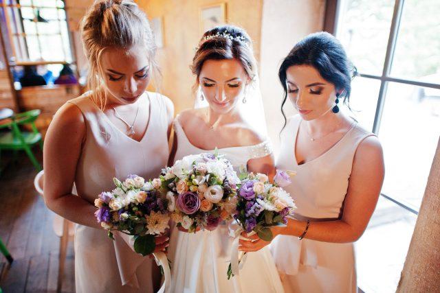 Svatba, nevěsta, družičky, kytice