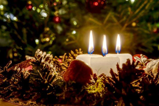 Advent, věnec, svíčky, požár, riziko (ilustrační)
