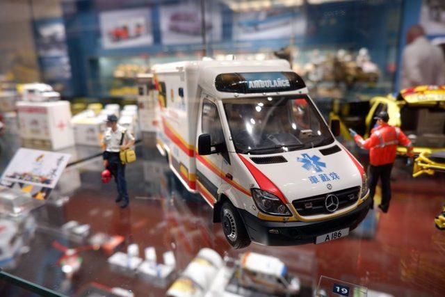 Výstava Záchrankou kolem světa ze sbírky náměstka zdravotnické záchranné služby v Hradci Králové Anatolije Truhláře