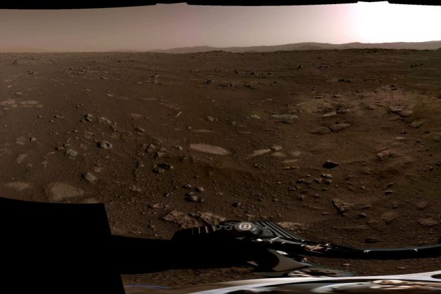 Panoramatické foto z Marsu, které pořídily navigační kamery