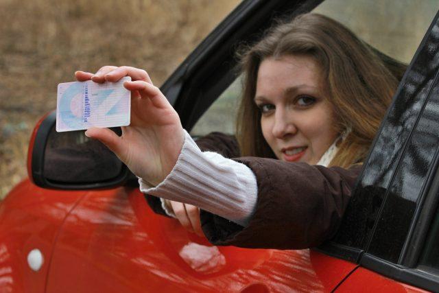 Desítkám tisíc řidičů v Královéhradeckém kraji končí letos platnost řidičských průkazů  (ilustrační foto) | foto: Fotobanka Profimedia