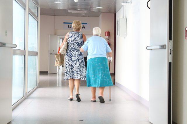 Lékaři v důchodovém věku, marná snaha najít jejich nástupce. Taková je situace i na Broumovsku (ilustrační foto)