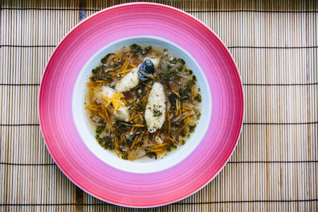 Číčánková polévka je rychle hotová a chutná. Naučila nás ji vařit Zdeňka Majerová z Dobřan