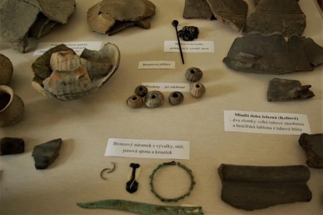 Archeologické nálezy z období prvního osídlení Železnicka
