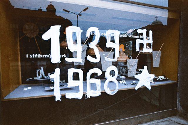 Srpen 1968 v Hradci Králové - výkladní skříň