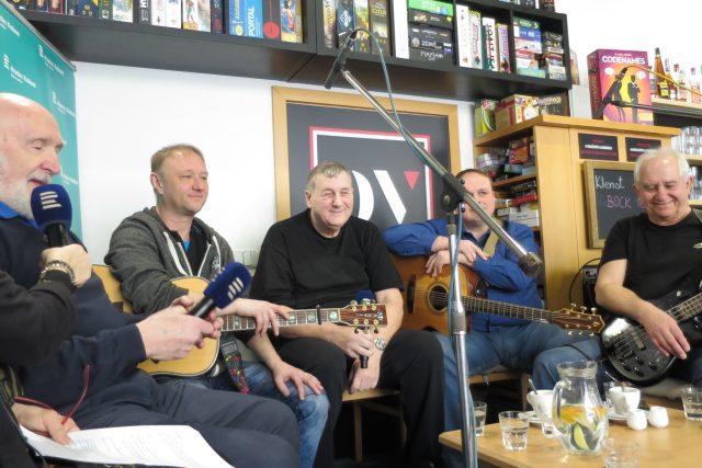 Lokálka slaví 45. narozeniny v rozhlasové kavárně District V v Hradci Králové