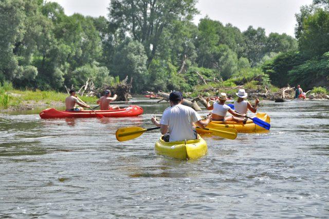 Vodáci na řece  (ilustrační foto) | foto: Pavel Čempěl