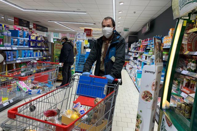 V České Skalici pomáhají skauti s nákupy potravin i léků   foto: Václav Plecháček,  Český rozhlas,  Český rozhlas