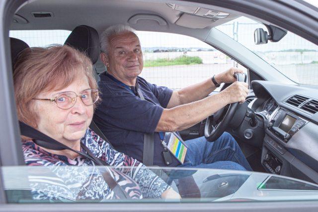 Projekt Jedu s dobou učí už třetím rokem seniory zvládat krizové momenty za volantem automobilu | foto: Jedu s dobou - www.jedusdobou.cz