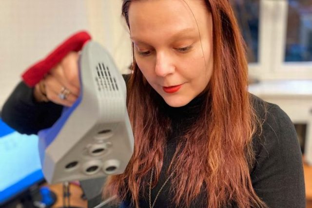 Ocenění pro Kláru Rybenskou za celkovou koordinaci činnosti univerzitní komunitní aktivity 3D tisku čelenek a kompletace obličejových štítů v Královéhradeckém kraji