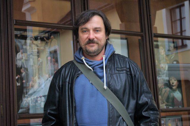 V listopadu 1989  byl Filip Richtermoc studentem Gymnázia v Hořicích a také odvážným mladým revolucionářem. Dnes je hereckou oporou ansámblu Klicperova divadla v Hradci Králové