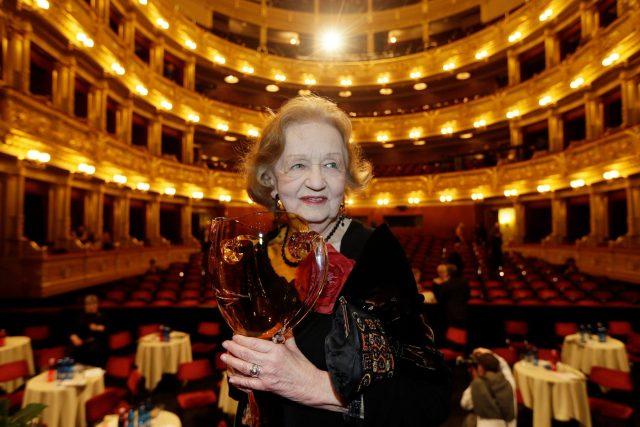 Blanka bohdanová v Národním divadle v roce 2015 převzala Thálii za celoživotní mistrovství v kategorii činohry