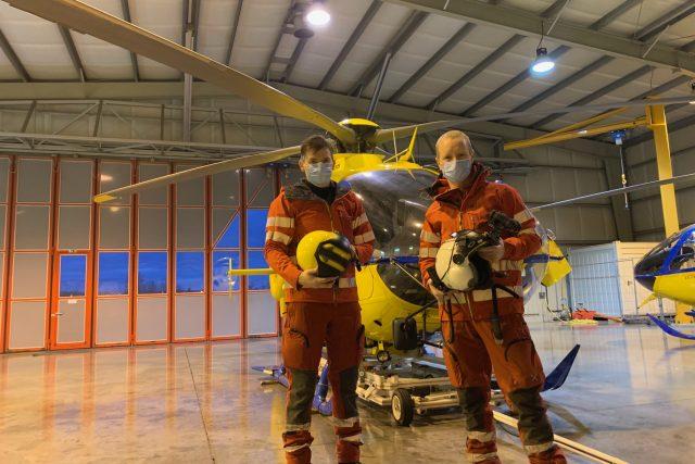 Základna letecké záchranky v Hradci Králové začala fungovat v nepřetržitém provozu,  tedy i v noci | foto: Ondřej Vaňura,  Český rozhlas