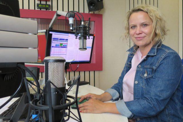 Dominika Špalková ve studiu Českého rozhlasu Hradec Králové