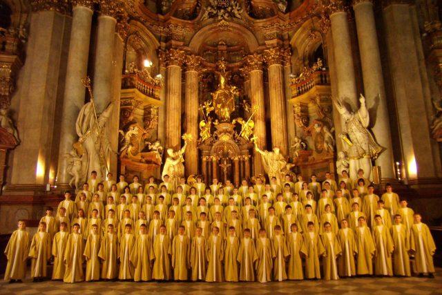 Boni Pueri v chrámu sv. Mikuláše v Praze | foto: Český chlapecký pěvecký sbor Boni Pueri z Hradce Králové