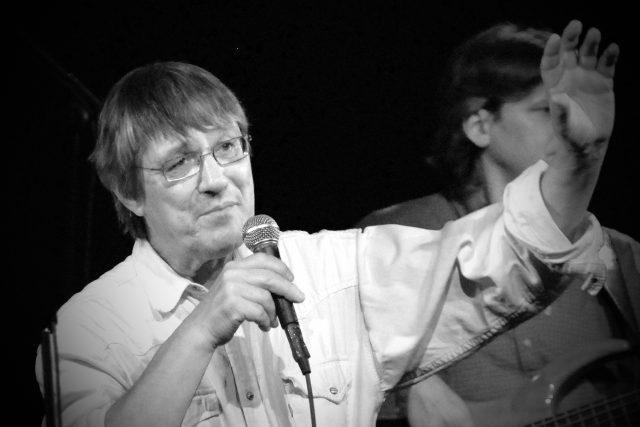 Jan Vyčítal byl kytarista, textař, karikaturista a člen skupiny Greenhorns