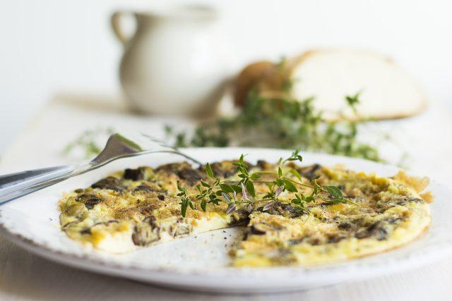 Omeleta by měla být hedvábně jemná,  kyprá a lehce vláčná  (ilustrační foto) | foto: Fotobanka Pixabay