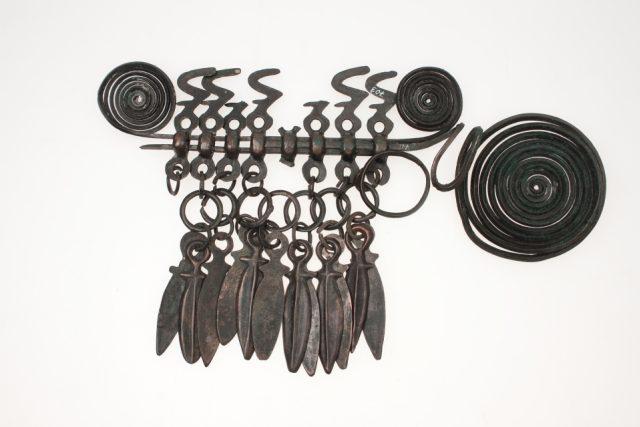 Bronzová růžicovitá spona ze Střelče patří k nejpozoruhodnějším pokladům jičínského muzea