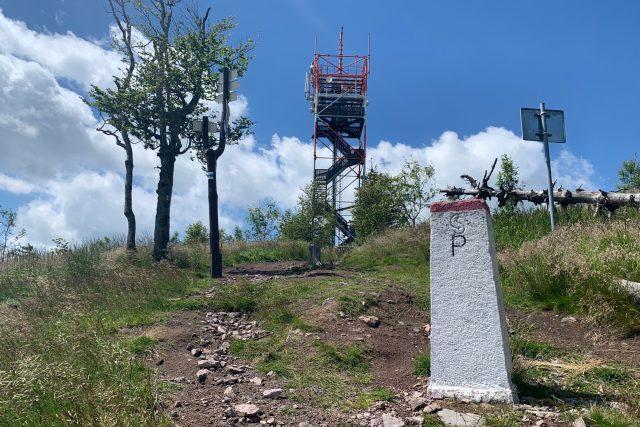 Rozhlednu na Ruprechtickém Špičáku v Broumovském výběžku opakovaně ničí vandalové