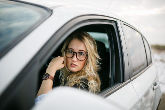 Řidička za volantem (ilustrační foto)