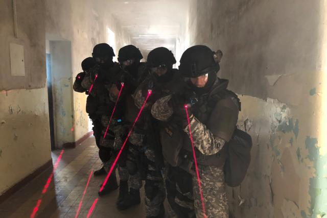 Cvičení zásahové jednotky policie v Hradci Králové.