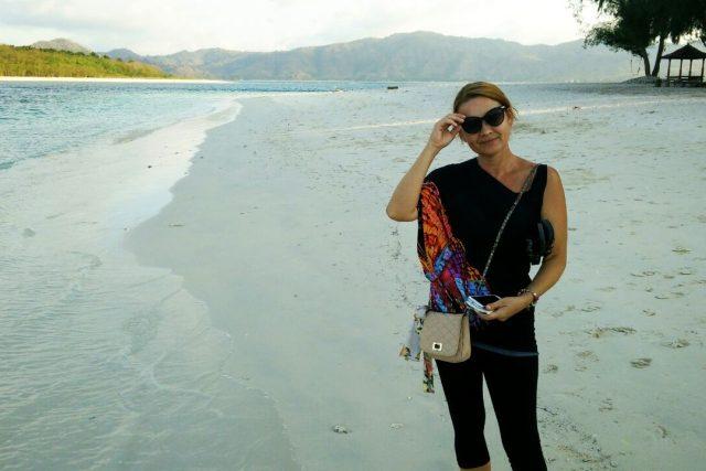 Jolana Voldánová na jednom téměř opuštěném ostrůvku mezi Bali a Lombokem