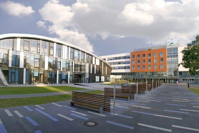Fakultní nemocnici Hradec Králové patří mezi největší zdravotnická zařízení u nás