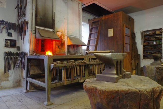 Historická kovárna v Dobrušce na Rychnovsku opět ožívá   foto: Pavel Štěpán