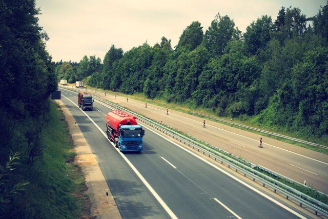 Kamion, silnice, dálnice, logistika (ilustrační foto)