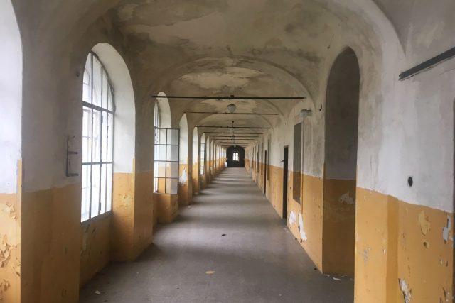 Radnice v Jaroměři dál hledá využití pro chátrající objekty bývalé pevnosti v Josefově