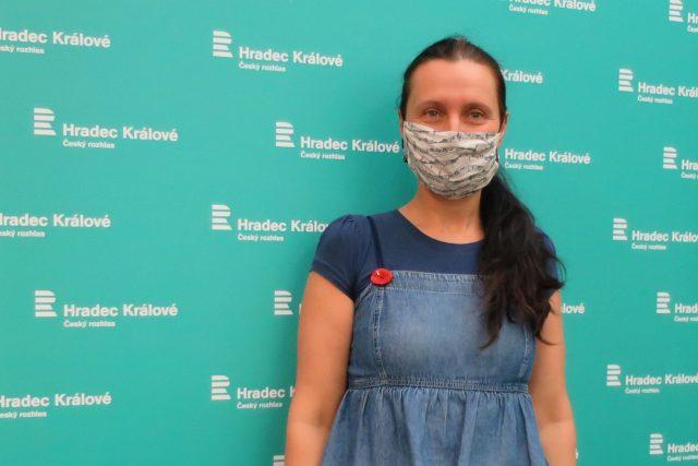 Jiřina Krtičková ve studiu Českého rozhlasu Hradec Králové | foto: Milan Baják,  Český rozhlas