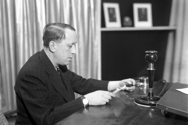 Karel Čapek se snažil skrze rozhlas oslovit světové osobnosti, ale Amerika mlčela, stejně jako celá západní demokracie