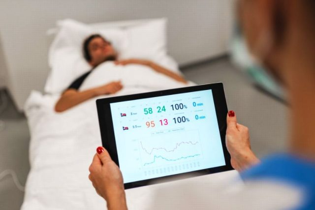 Senzory hradeckých vědců hlídají přes matraci srdce i dech pacientů