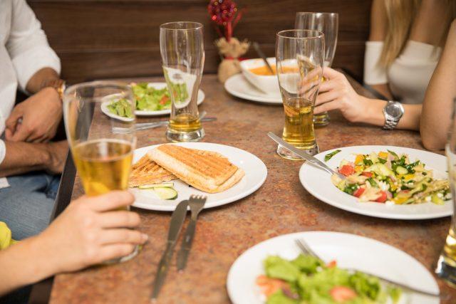 Nedojedené jídlo v restauraci