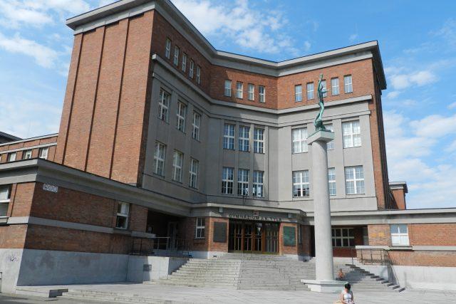 Rašínovo reálné gymnázium v Hradci Králové - stavba Josefa Gočára