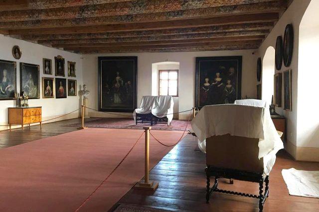 Do začátku turistické sezóny musí být všechny prostory náchodského zámku uklizené