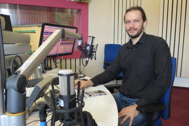 Mgr. Tomáš Zelenka ve studiu Českého rozhlasu Hradec Králové