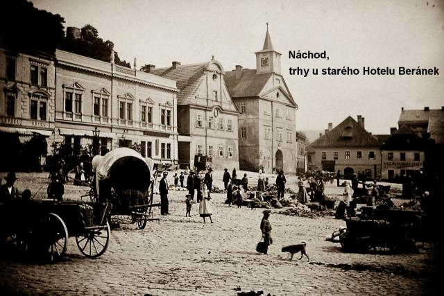 Náchod - trhy u starého Hotelu Beránek