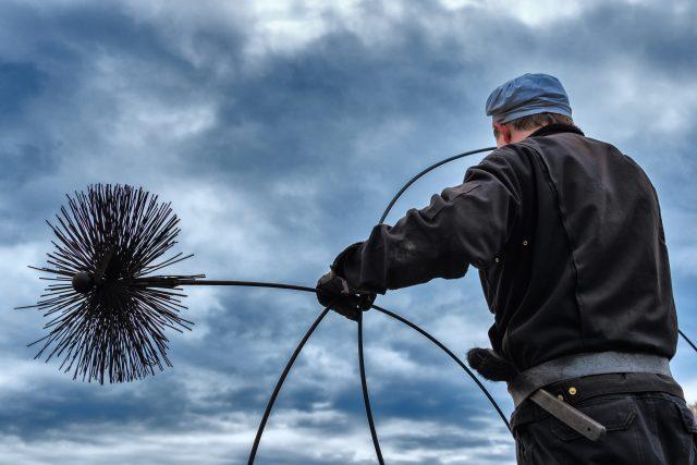 Letní měsíce jsou ideální na čištění a kontroly komínů  (ilustrační foto) | foto: Shutterstock