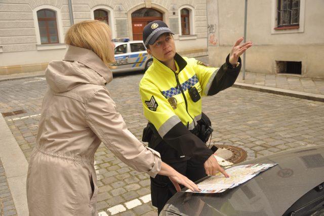 Hradečtí městští strážníci pomáhají lidem | foto: Městská policie Hradec Králové