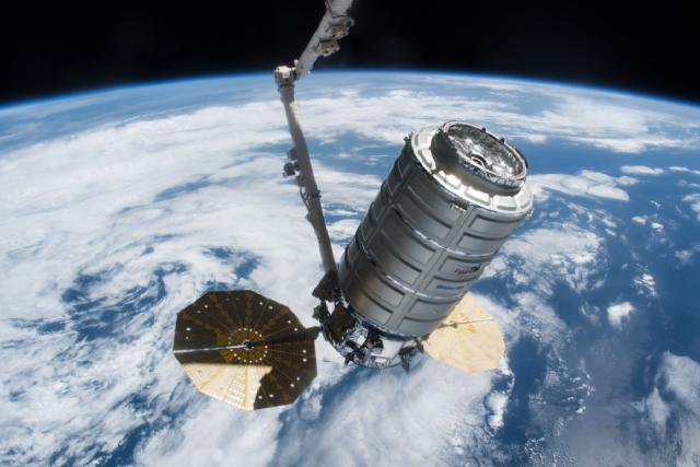 Vesmírná loď Cygnus dopravila na Mezinárodní vesmírnou stanici tři tuny nákladu | foto: Twitter ISS