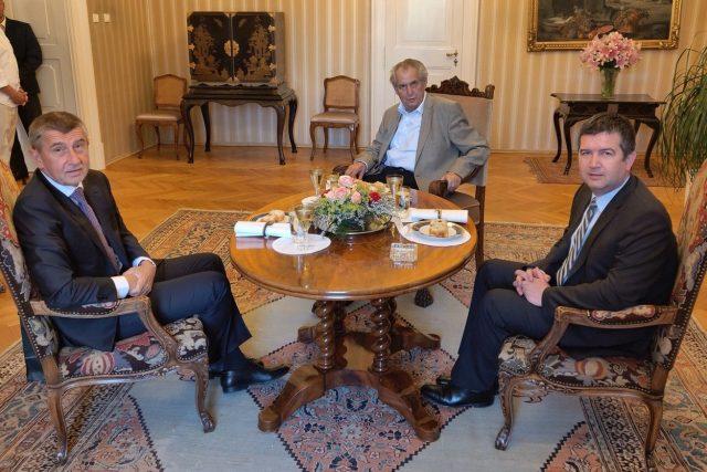 Premiér a šéf hnutí ANO Andrej Babiš (vlevo), prezident Miloš Zeman (uprostřed) a ministr vnitra a předseda ČSSD Jan Hamáček