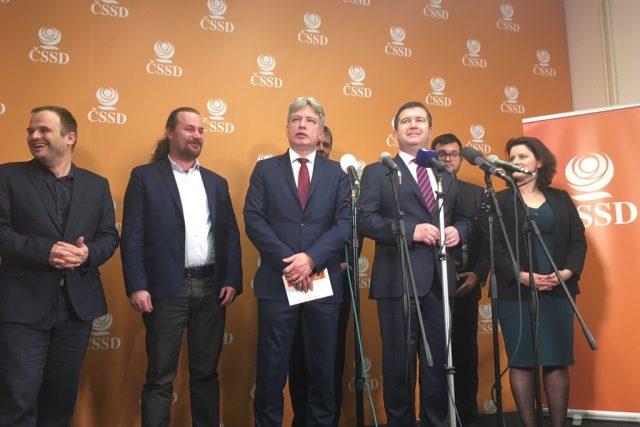 Nové vedení ČSSD na sjezdu strany v Hradci Králové