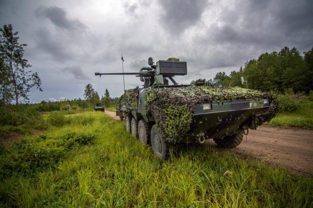Kolový obrněný transportér Pandur na cvičení v Lotyšsku