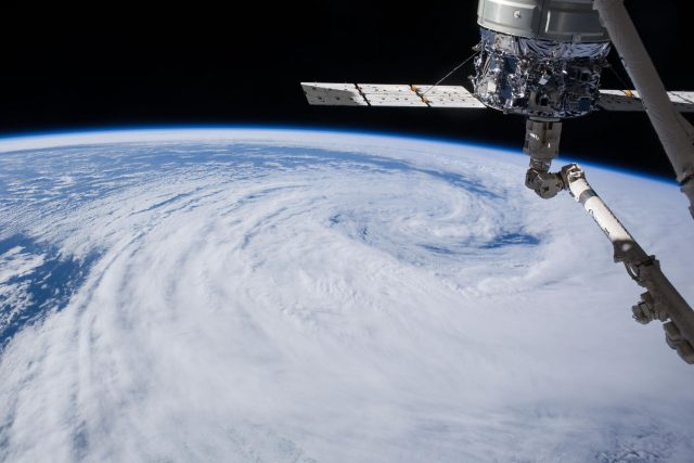 Země pohledem Mezinárodní vesmírné stanice (ISS). Fotografie ze srpna 2014