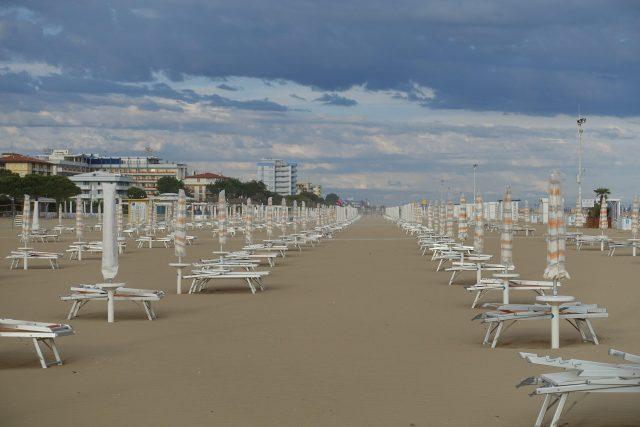 pláž v italském přímořském letovisku Bibione
