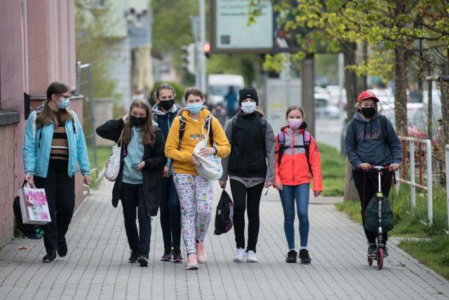 Žáci druhého stupně nastupují po distanční výuce do škol. | foto: René Volfík,  Český rozhlas